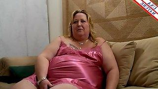 Fat belly slut in soft satin lingerie blows a lucky man