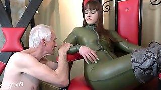 Serve and worship me goddess vivienne l\'amour masturbates