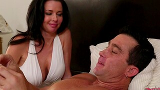 Guy with a fat dick fucks orgasmic pussy of MILF Veronica Avluv